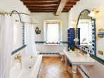 En suite with the Blue Room and the Peach Room