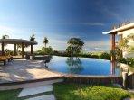 infinity pool, jaccuzi overlooking to the ocean