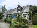 OLD SCHOOL HOUSE, romantic retreat, former school house, enclosed garden, WiFi,