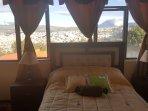3 dormitorios camas 2 plazas. impresionante vista al volcán Tungurahua y la ciudad de Ambato