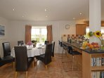 North Pembrokeshire spacious holiday home with open plan kitchen dining area