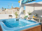 Private Hot Tub on the Roof Terrace