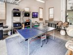 Garage game room w/ Ping Pong Table, 50' Flat Screen TV.