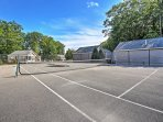 Match up on the shared tennis court!
