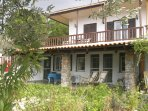 'Old Olives' villa/garden flat