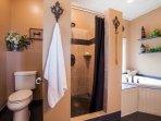 bagno suite armatoriale completa adiacente; doccia e vasca idromassaggio