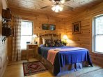 Queen bedroom at Annie's Cabin.