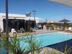 Chambres,indépendante,avec terrasse,vue sur mer et piscine.