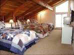 Loft with 3 twin Beds