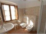 Bathroom - Spacious - Details - Triple Room - Towels - B&B Molenda
