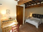 Bedroom - Spacious - Details - Triple Room - B&B Molenda