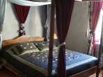 canopy double bed in the suite 'carnival in Venice'