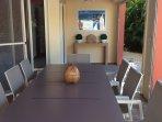 Grande table sous terrasse ventilée