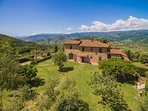 Beautiful Hilltop Villa in Tuscany with Spectacular Views - Villa Alessandro