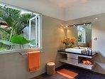 One of 6 en-suite bathrooms
