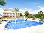 Luxury Apt, Pool, Nr Beach/Sea