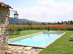 The pool is surrounded by the Valdichiana countryside