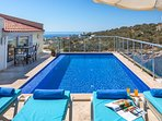 Pool to relax with beautiful sea and harbour views