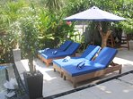 4 sunbed by the pool