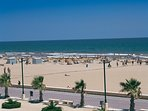 Beach within 17 min direct metro/tram from Sagunto L.4 2 min walk