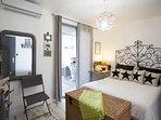 Cote SUD  chambre +accès terrasse ext -CAFETIÈRE NESPRESSO-CLIM-TV LCD 127CM