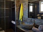 COTE SALLE D' EAU  linges de toilettes et tapis de bains a votre disposition