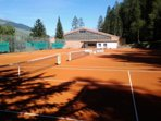 Outdoor tennis courts about 50 meters from the residence