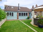 GREENRIGGS, romantic cottage, hot tub, gazebo in garden, pet-friendly, WiFi