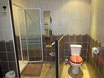 salle de bain privative de la chambre chicorée