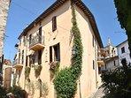 L'esterno della Residenza storica della famiglia Marinucci