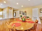 Dinning room with seating for 6 people