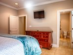 3rd Floor Master King Suite with Private Bath feat. HD Flat-Screen TV