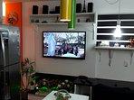 TV, Home Theater, Mesa de Trabalho, Hi Fi de 15MB dedicado: lazer e trabalho em apenas um local