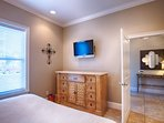 1st Floor King Suite with Shared Bath feat. HD Flat-Screen TV