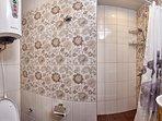Ванная комната - душ, раковина, туалет, бойлер