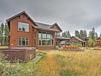 Let this striking Cle Elum vacation rental home be your own personal abode for your northwest getaway!