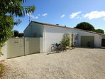 Set along a private lane a short distance from the sea and with easy access to La Flotte centre