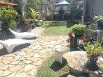 jardin paysagé et son barbecue
