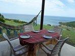 Espace galerie extérieure d'Agate pour les repas protégés du soleil