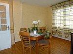 Salon salle à manger avec canapé convertible BZ 140X190cm