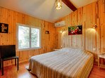 la chambre principale avec grand lit de 160x200 et placard