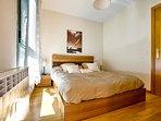 Dormitorio matrimonial con baño en suite