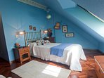 Habitacion con dos camas de 90 cmtros  sofa cama de 90 cmtros