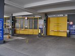 The nearby parking garage only costs €20 per day