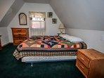 Breezy One- Bedroom 2- Queen Bed Plus Twin Bed
