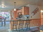 Eat a quick snack at the 3-person breakfast bar!