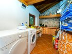 Summer kitchen with BBQ, washer and dryer