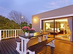 Maple Cottage has a gorgeous deck with a barbeque and views towards Table Mountain