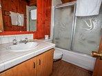 Sink,Jacuzzi,Tub,Bathroom,Indoors