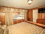 Bedroom 2- Queen Bed, TV